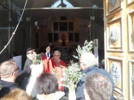 Benedizione delle Palme presso la chiesa cimiteriale effettuata da Don Nicola Ferra