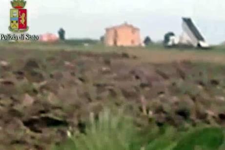 FOTO - Così smaltivano i rifiuti campani nel Foggiano /ph enzo maizzi/