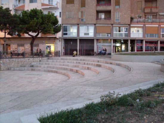 Manfredonia - La Piazzetta del Mercato di sera (IMMAGINE D'ARCHIVIO - http://luirig.altervista.org)