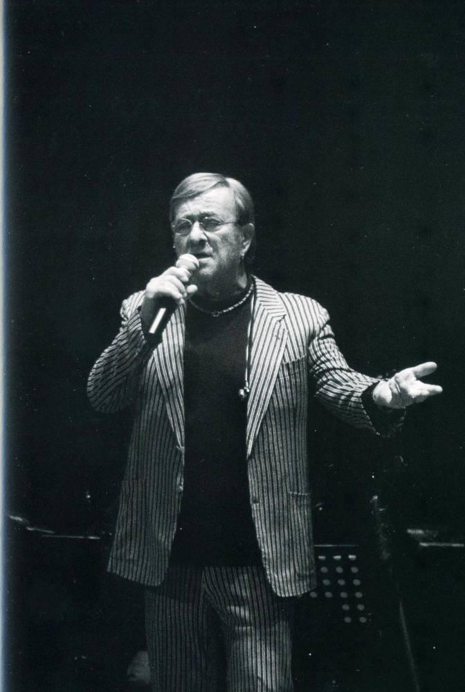 9 febbraio 2012-Ultima esibizione a Manfredonia di Lucio Dalla nel teatro Comunale-Ph Saverio De Nittis
