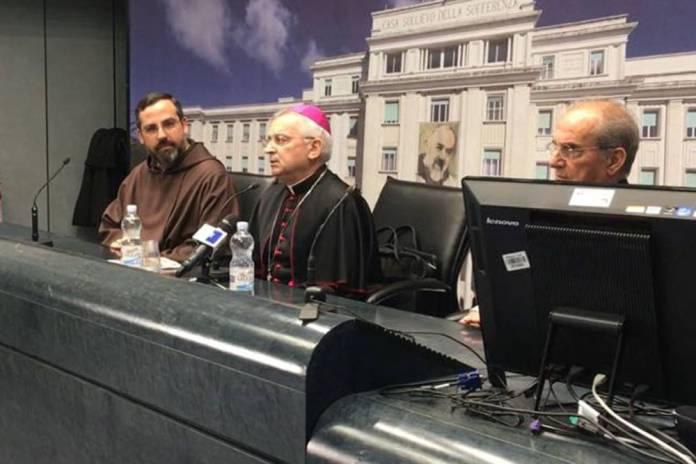 Vescovo Castoro annuncia visita Papa a SGRotondo (ph enzo maizzi)