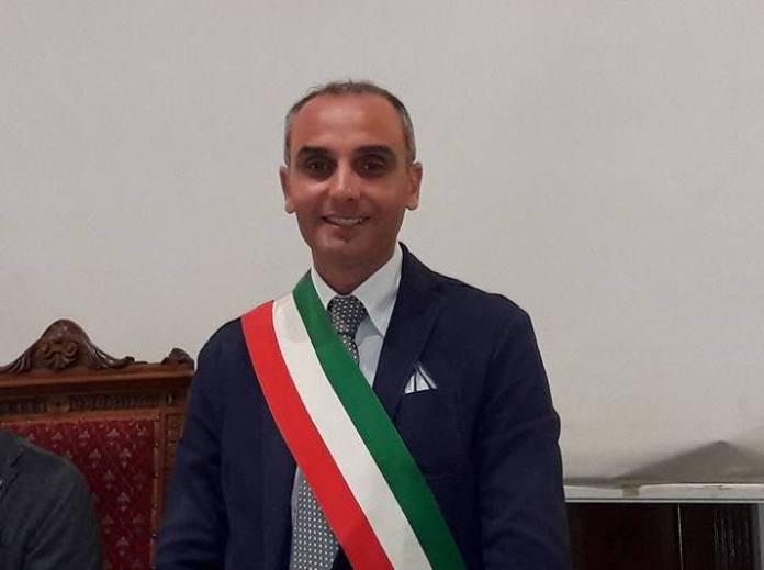 Il sindaco Lino Monteleone
