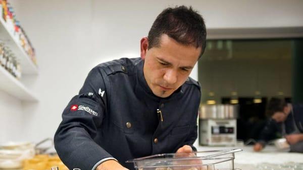 Matteo Ferrantino (ph https://www.garganotv.com/2019/03/01/dallipssar-di-vieste-alle-stelle-michelin-il-gratificante-percorso-dello-chef-matteo-ferrantino-di-mattinata/)