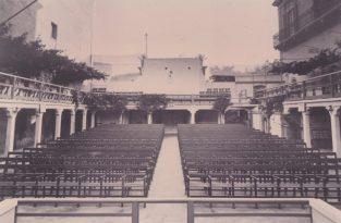 COPERTINA-Cinema Impero con sedie di legno prima della costruzione della galleria-Foto Gino Losciale