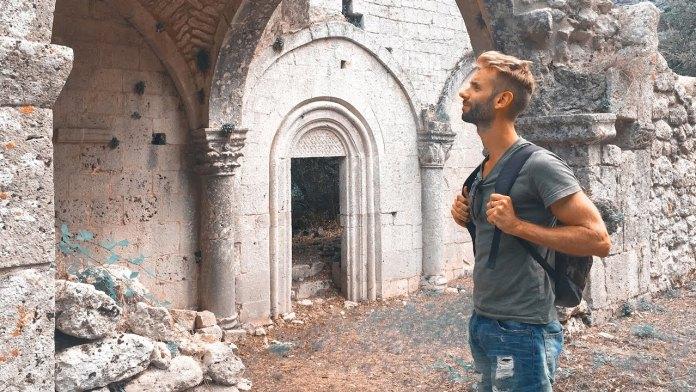 """""""Un reporter in valigia"""". GARGANO Ep. 04 - Trekking tra le tombe daune"""