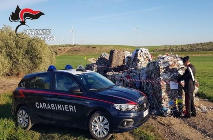"""I carabinieri di Stornarella ieri mattina sono intervenuti in località """"Rio"""" e località """"Ferrante"""" dove era stato segnalato alla Polizia Locale lo smaltimento illecito di cataste di rifiuti su due aree differenti, non autorizzate, di circa 100 mq l'una"""
