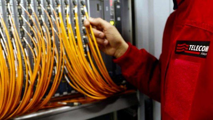 fibra ottica TIM (immagine d'archivio)