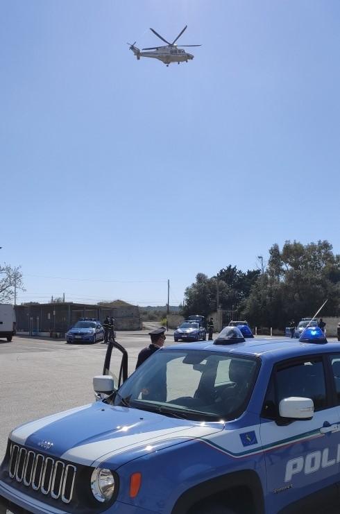 Il risultato conseguito ieri dalla Polizia di Stato nasce da una attenta e complessa attività di indagine eseguita dagli investigatori del Compartimento di Polizia Stradale per la Puglia.