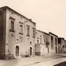 Inizi '900-Via Tribuna in zona via Arcivescovado-antiche costruzioni abbattute e trasformate in locali per asciugare la pasta