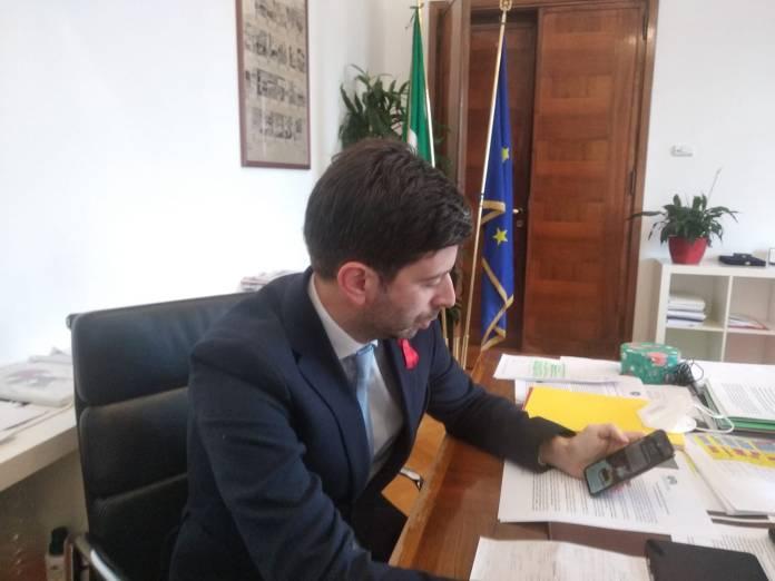 Bari, 4/12/2020 - (repubblica)La decisione valida dal 6 dicembre: il ministro alla Salute Roberto Speranza ha firmato l'ordinanza con i passaggi verso zone con meno restrizioni rispetto a quella occupata adesso
