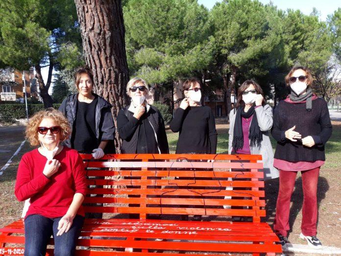 Storica presenza attiva nei movimenti femministi a Foggia negli anni Settanta, dunque, oggi la Lelario è parte dell'associazione nata nel 1993, 'La merlettaia', impegnata nel sociale e in una serie di iniziative culturali