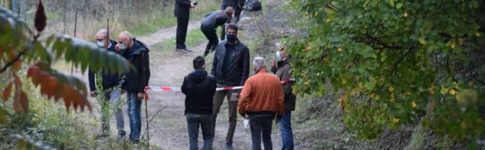 (ANSA) - VENTIMIGLIA, 24 DIC - Due persone sono state arrestate dai Carabinieri per l'omicidio di Joseph Fedele, 67 anni, trovato morto il 21 ottobre scorso in un fossato di frazione Calvo a Ventimiglia. Si tratta di Domenico Pellegrino, 27 anni, e Girolamo Condoluci, 44, domiciliati nel comprensorio di Bordighera.