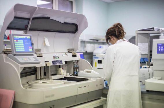 Da sabato 20/02/2021 è disponibile presso il Laboratorio analisi della Casa di Cura San Michele il nuovo test quantitativo per il dosaggio degli anticorpi diretti verso la proteina Spike del coronavirus utili per la verifica della risposta immunitaria indotta dal vaccino.