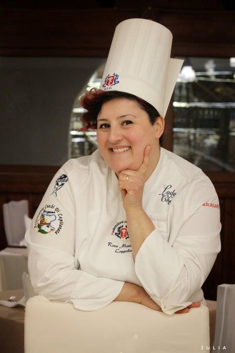 Con il piatto Pandemia 2020 (Pane, pomodoro è...) la Lady Chef Manfredonia Rosa Maria Coppolecchia si è aggiudicata il 2° posto nella selezione provinciale della gara del concorso 1° Trofeo Migliore Lady Chef Professionista. Ph Julia Rita