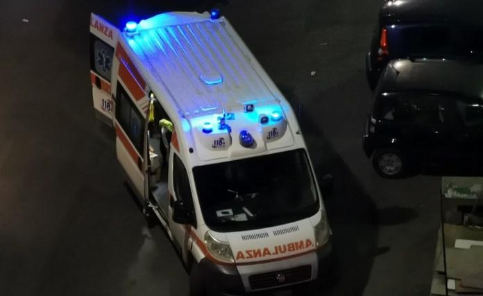 (ANSA) - BRESCIA, 26 GIU - Un ragazzo di 29 anni ed una ragazza di 27 sono morti in un incidente avvenuto nella notte all'interno di una galleria a Iseo, nel Bresciano. I giovani si sono scontrati frontalmente con la loro auto contro un furgone e sono morti sul colpo.