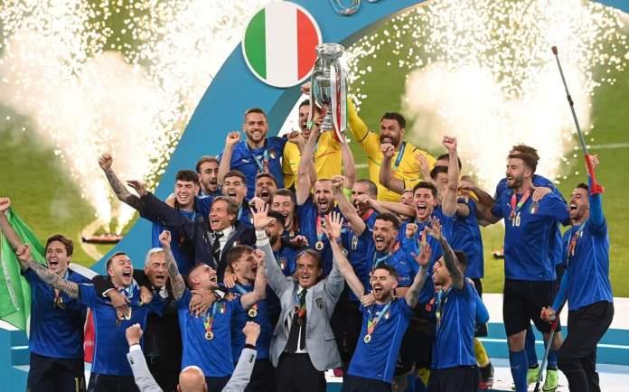 Nazionale Italiana celebra vittoria agli Europei, fonte: profilo social Nazionale Italiana