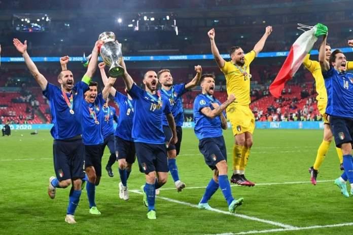 Nazionale Italiana celebra vittoria agli Europei, fonte: profilo social Nazionale Italiana di Calcio