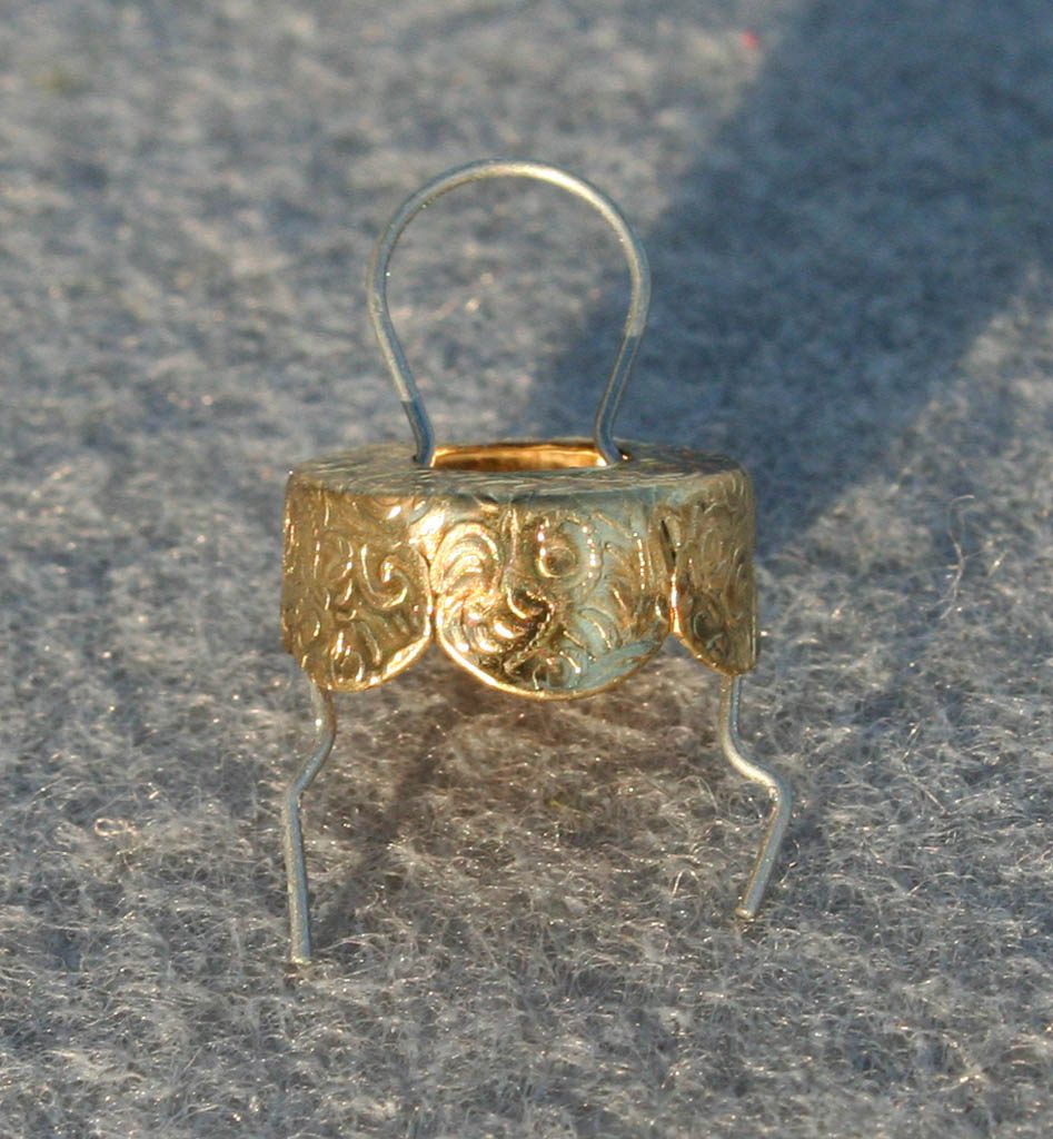 Metal Ornament Cap With Spring Wire Hanger Size M 050