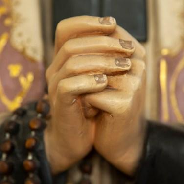 Saint John Vianney SJV44 detail hands