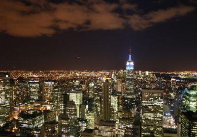 Manhattan bei Nacht vom Rockefeller Center aus.
