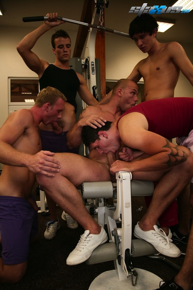 Gay bukkake finish for one lucky hunk in this gay gym fucking scene (1)