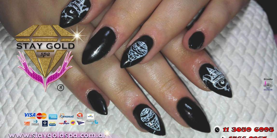 uñas esculpidas negras