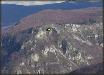 Pozicija Vitanove Krstate pećine posmatrano sa vrha Vite Bukve