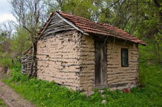 Tipična homoljska kućica od blata