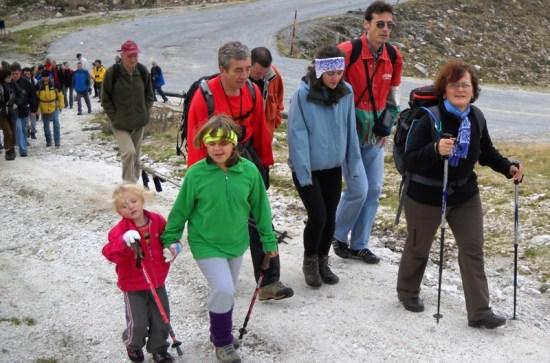 Staza je toliko laka i pristupačna da su i ova dečica uspela da dodju do vrha