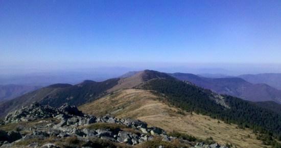 Pogled sa Dupljaka ka Golemom kamenu