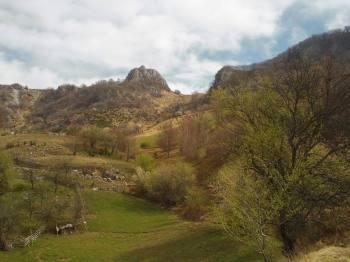 Vrh Oštra stena i rudnik barita desno