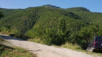 Početak staze i vrh Orlovina u pozadini