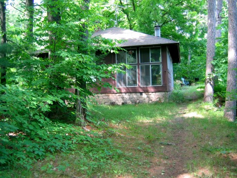 Pine Needles cabin on the banks of the St. Croix