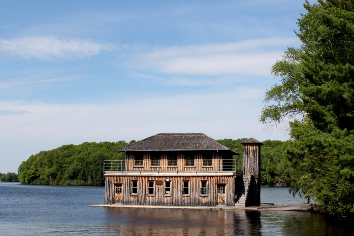 forest-lodge-boathouse