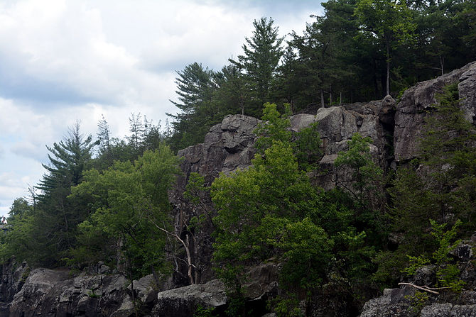 Interstate Park cliffs (Photo by Mikah Meyer)