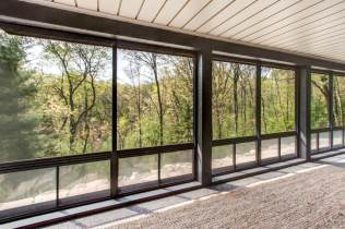 Stackable Vinyl WeatherMaster windows can be easily stacked down for uninterrupted views.