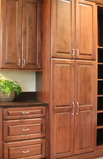 Maple Medallion Gold cabinetry provides plentiful storage.