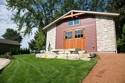 Stunning Portico Transformation Project on Booth Lake - garage-steb-garge-lakeside