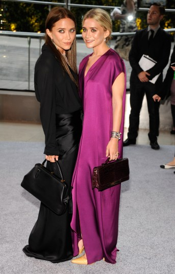 Mary-Kate Olsen en Ashley Olsen bij de CFDA Fashion Awards in New York, 2012. Fotografie: Kevin Mazur/WireImage