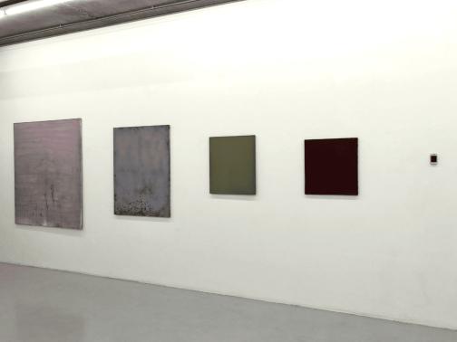 Navid Nuur, SMOKEBOMSMOKE, 2012, gekleurde rookgranaten, canvas, smartphone. Collectie Stedelijk Museum Schiedam en SCHUNCK