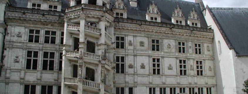 binnenplaats wenteltrap kasteel van blois frankrijk