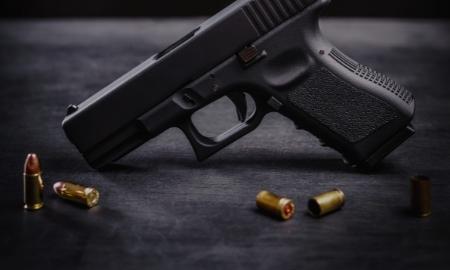 <strong>Handguns</strong> & Pistols