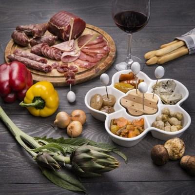 tagliere-di-salumi-con-gustose-verdure-sott-olio