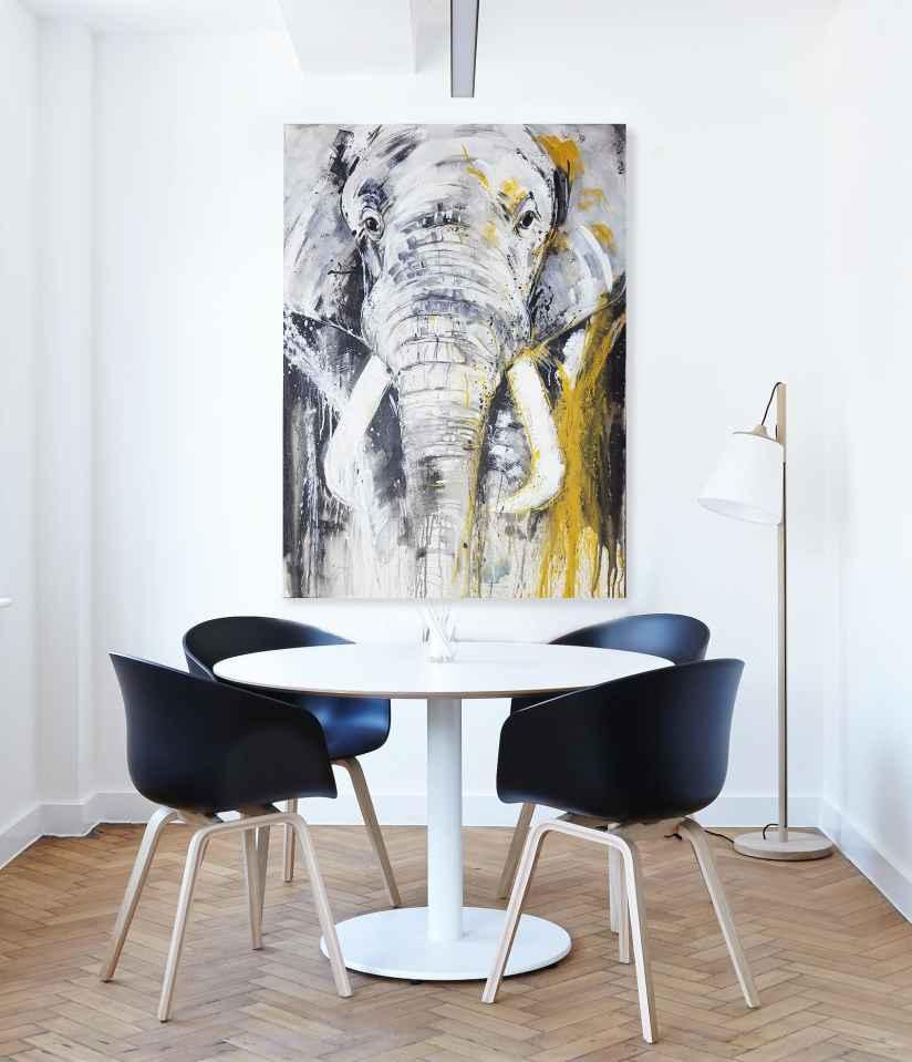Elafant Leinwandbild im Konfererenzraum, Kunst von Stefanie Rogge