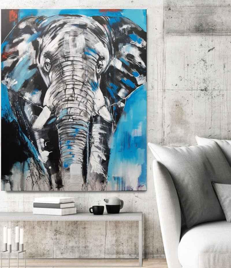 Gemälde eines Elefantenkopfes auf 80 x 100 cm Leinwand von Stefanie Rogge in Raumansicht