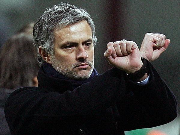 """José Mourinho e il gesto delle """"manette"""""""