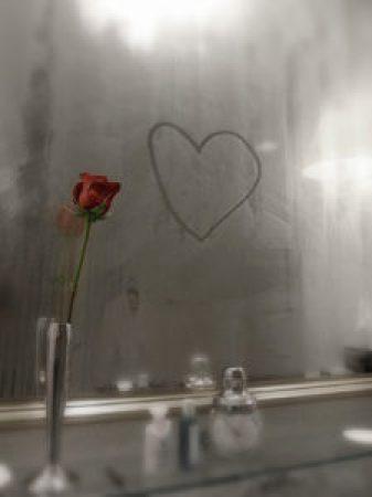 Racconto inedito - Specchio appannato con rosa rossa
