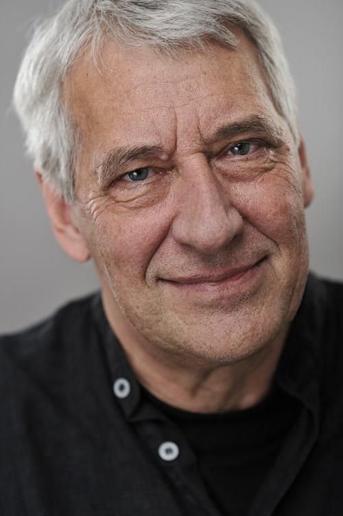 Ulf Nilsson, författare. Portrattfotografering av författarporträtt för bokförlag i fotostudio