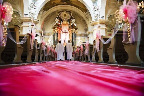 Bröllopsfotografering från altargången i Gustav Vasa kyrka, Odenplan, Stockholm