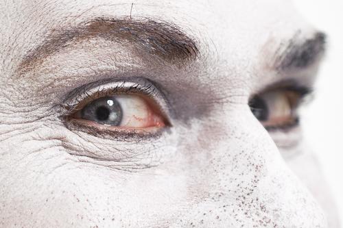mimare ögon närbild